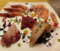 Carpacci di tonno, salmone, spada, scampi e gamberi